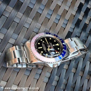 Rare Rolex GMT Master 1675 - Pointed Crown Guard / Gilt Track Dial / Small GMT Hand - 1960